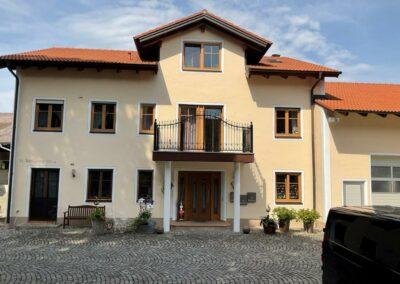 Fassadenanstrich & Balkonbeschichtung Mehrfamilienhaus in Arresting